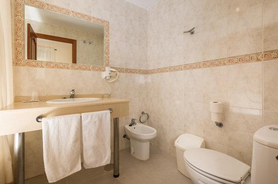 Hotel Caracas Playa: Sala de bano
