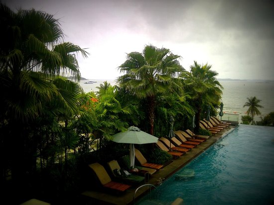 Holiday Inn Pattaya : infinity pool view