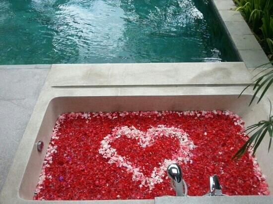 Ziva Villas: our bathtube