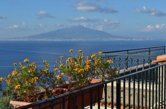 Hotel La Badia: Vesuvius from the hotel terrace