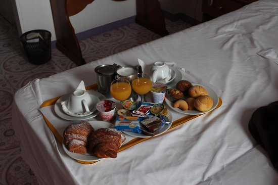 Hotel la Bussola: Breakfast in Bed