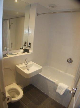 Cragwood Country House Hotel: Refurbished bathroom & bedroom