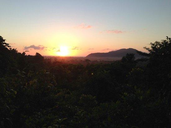 Cockatoo Hill Retreat: sunrise bliss