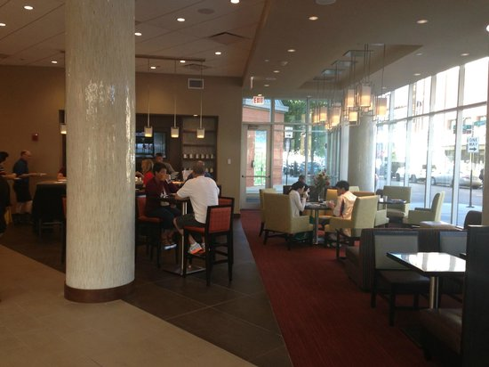 Hyatt Place Chicago-South/University Medical Center: Lobby / Breakfast Seating at Hyatt Place Hyde Park