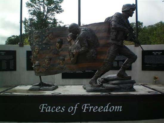 ‪Faces of Freedom Veterans Memorial‬