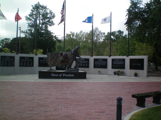 Faces of Freedom Veterans Memorial : All Branches of Service Honored