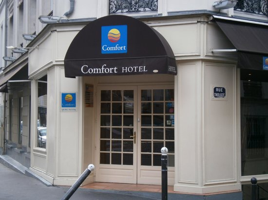 Comfort Hotel Place du Tertre: The entrance