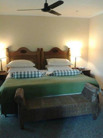 Alluvia Wine Estate : the huge firm bed - wonderful
