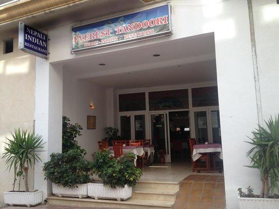 Everest Tandoori Restaurant: Front