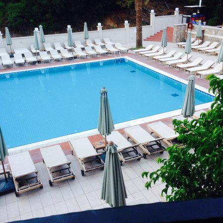 Julian Forest Suites: Clean pool area