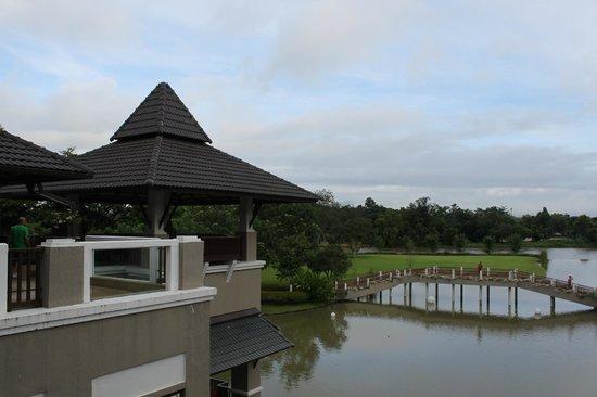 Le Meridien Chiang Rai Resort: exterior desde recepción