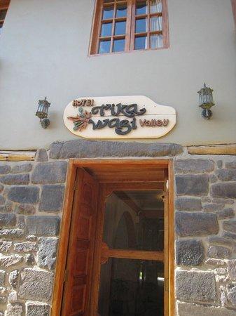 Tikawasi Valley Hotel: Inviting Entrance