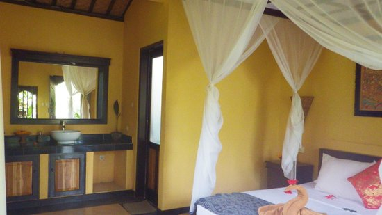 Tirta Sari Bungalows: chambre