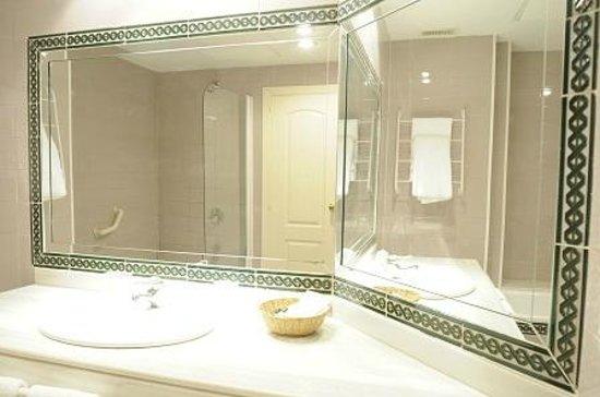 Hotel Apartments Simon Verde: bathroom- baño