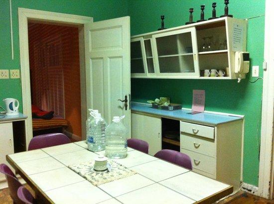 Backpackers Lodge: kitchen
