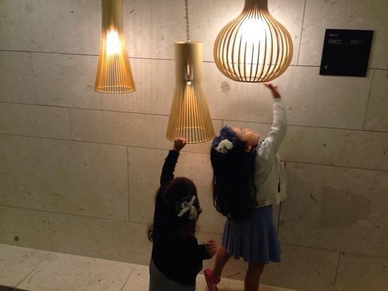 Hotel The Designers Samseong: 전등도 신기해?