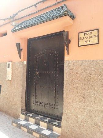 Riad Elizabeth : The door to the Riad - looks are so deceiving!