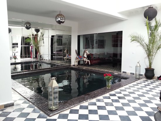Riad Elizabeth: The indoor pool