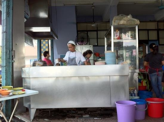 Kedai Kopi Wah Juan, Tanjung Aru: The chef hard at work