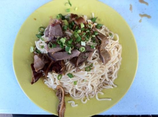 Kedai Kopi Wah Juan, Tanjung Aru: A signature mee dish for breakfast
