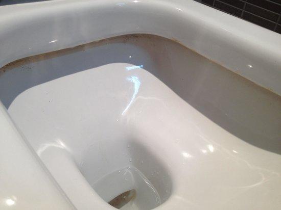 Apartamentos Pierre & Vacances Estartit: WC sucio