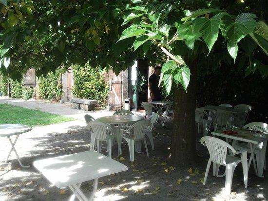 La Ferme d'en Bouyssou : Restaurant En Bouyssou, 81470 Maurens-Scopont - Septembre 2013