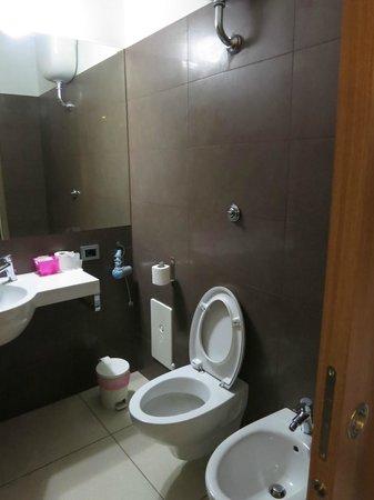 Residence Europa: Banheiro