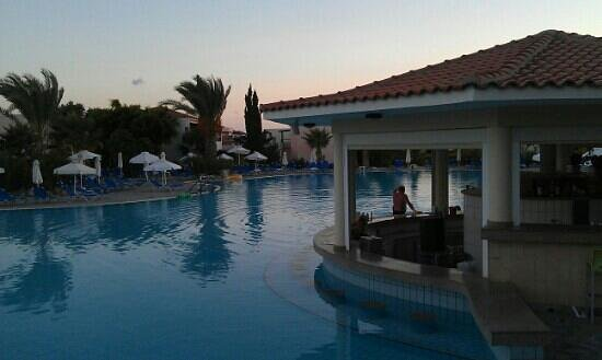 Avanti Village : the pool bar