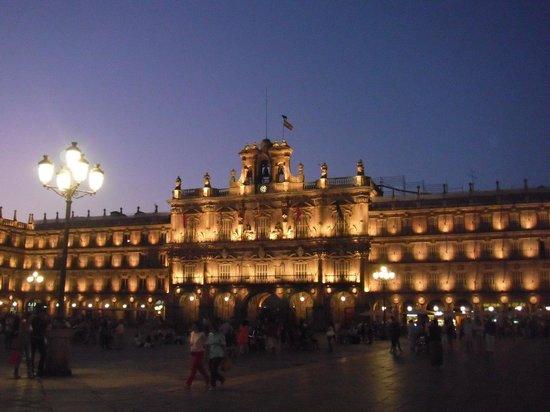 Plaza Mayor: 夕方の広場
