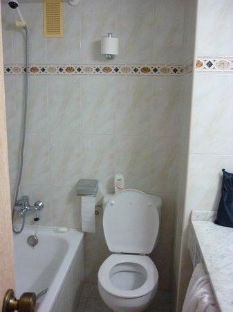 Servigroup Rialto: The Bathroom