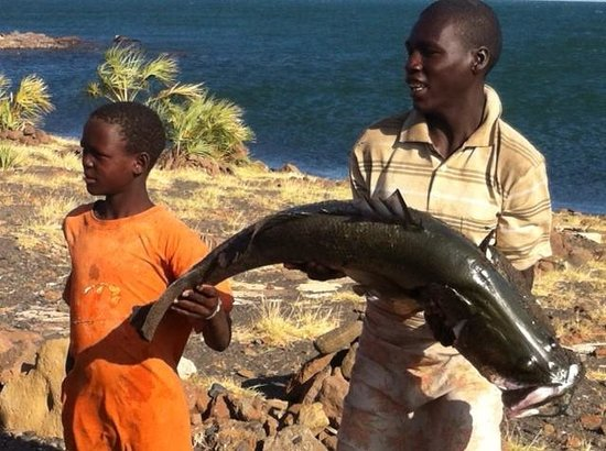 Cruzeiro Safaris : fisherman at lake turkana