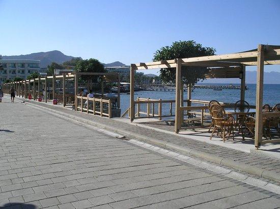 Aydem Hotel: promenade outside hotel