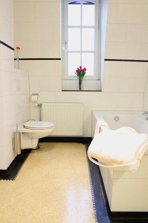 Haas op het Vrijthof : Badkamer Junior Suite