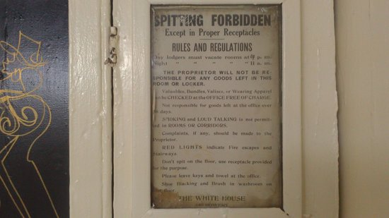 Bowery's Whitehouse Hotel: Bowery Whitehouse Hostel, instructions in room's wall