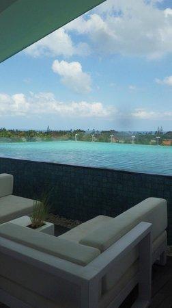 Ize Seminyak: rooftop pool