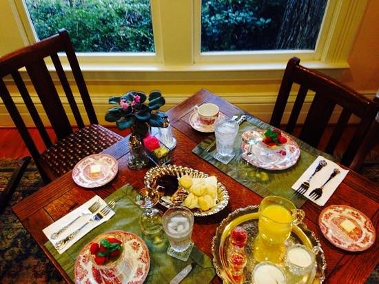 Corinthian Bed & Breakfast: Breakfast!