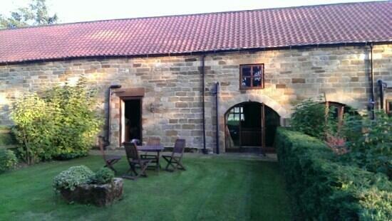 Newbiggin Hall Cottages: Acorn cottage garden.