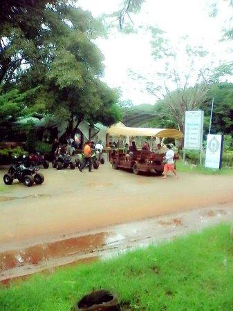 Phuphet Resort: ตอนเช้าเล่นกิจกรรมหลังเมื่อคืนฝนตก
