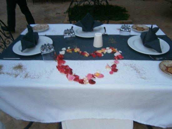 kasbah Caracalla : table du soir décorées