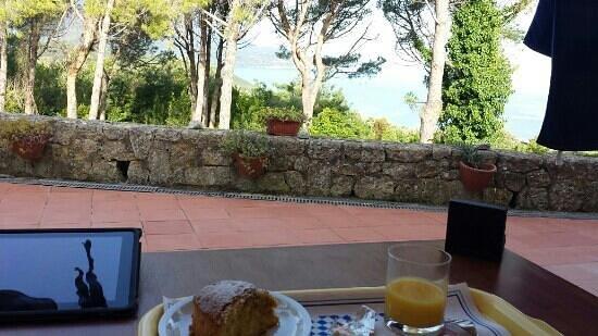 Bed & Breakfast La Collina : colazione in terrazza