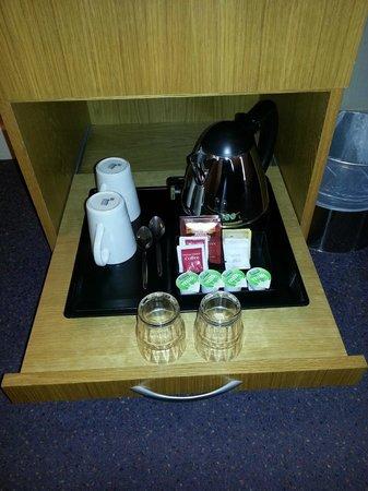 Premier Inn Dublin Airport Hotel: Tea making