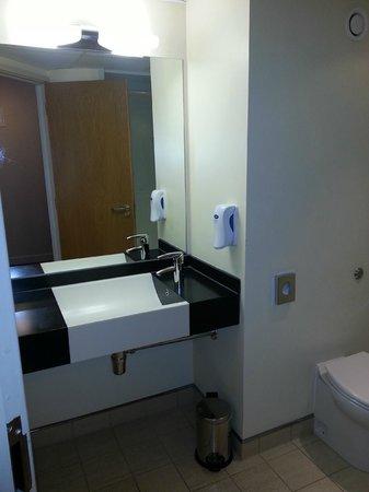 Premier Inn Dublin Airport Hotel: Basin