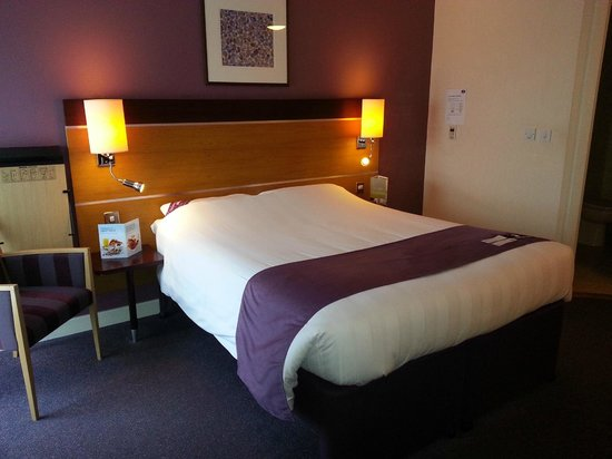 Premier Inn Dublin Airport Hotel: Bed