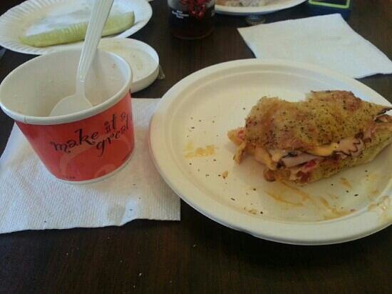 Housatonic Cafe: Tyringham gobble with a cup of chowder