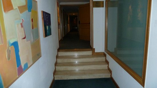 Hotel Eurostars Araguaney: Stufen im Flur