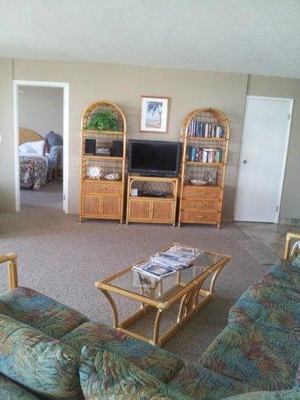 Royal Kahana : Inside condo #311, living room