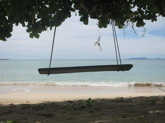 Popa Paradise Beach Resort: Beach swing