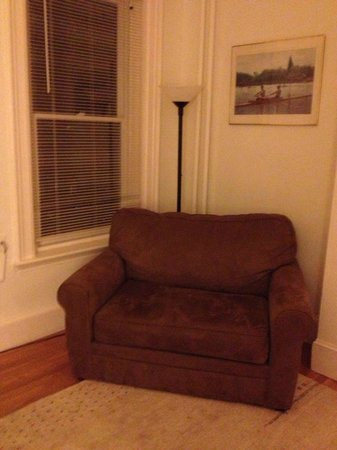 Copley House: Nice loveseat by the window