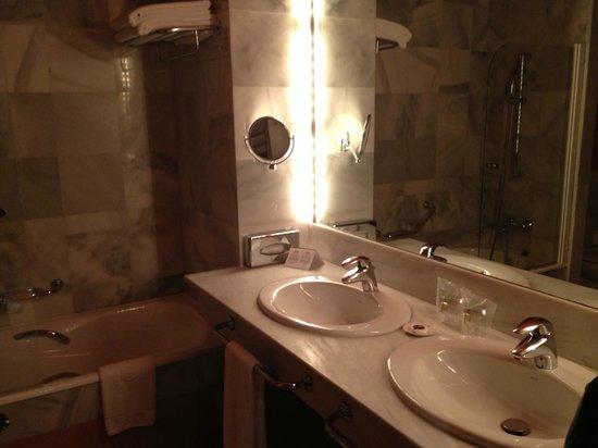 Parador de Sos del Rey Catolico : baño