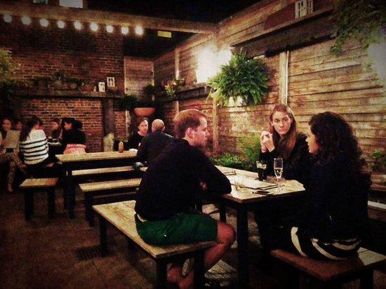Atwood's Tavern: Outdoor area at Atwoods